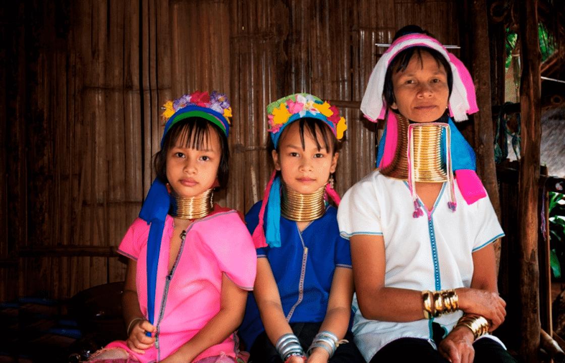 ঘুরে আসুন থাইল্যান্ডের লম্বা গলা কায়ান নারীদের গ্রামে